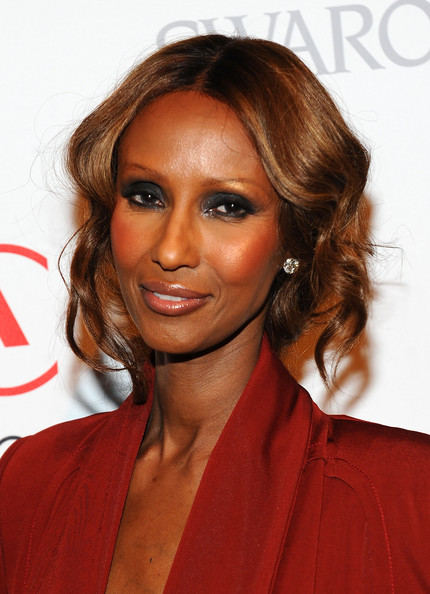 Iman showed off her elegant side with center part loose curls, which she paired with smoky eyeshadow.