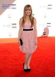 Jennette looks like a doll in this youthful dress. She wore the pale pink cocktail dress with a black clutch and pumps.
