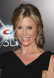 Julie Bowen showed off her loose updo while hitting the red carpet.
