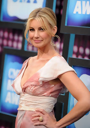 Country singer Faith Hill paired her J. Mendel dress with pinned up ringlets and gold hoop earrings.