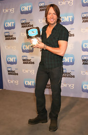 Keith loves to wear classic country plaid.  This country singer shows off his CMT awards in his typical style.