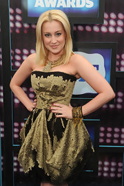 Kellie Pickler showed off her chain embellished bangle bracelet while walking the red carpet.