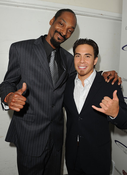 Snoop stood out in a pinstriped suit with a printed novelty tie.