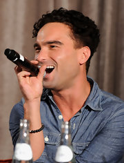 Johnny Galecki keeps his curls cropped and well defined.