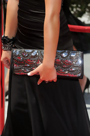 Nicole paired her satin evening gown with an eye-catching sequined clutch.