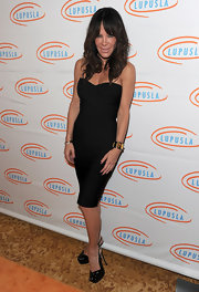 The dancing diva donned a curve-hugging dress with a pair of black patent leather, peep-toed, slingback pumps.