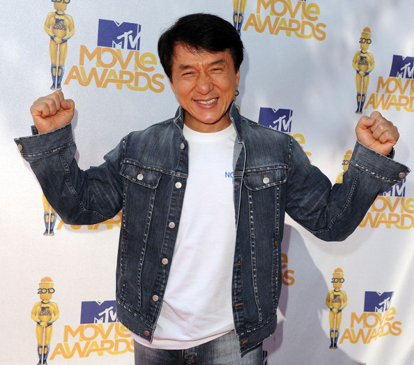 Jackie wears a classic denim jacket for the MTV Movie Awards.