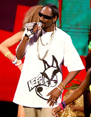Snoop hit the stage with Katy Perry wearing a printed white tee and layered chain necklaces.