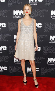 Carolyn shimmered in a silver embellished nude cocktail dress. The silhouette was simply sweet and she wore dramatic red lips to add a hue to her style.