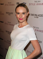 Kate Bosworth added a little kick to her look with bubblegum-pink lipstick. She wisely kept the rest of her look natural. Smart choice!