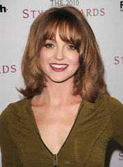 Jayma Mays vamped up her shoulder length tresses with added volume and shine.