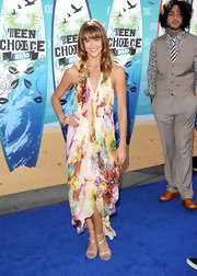Sharni looked sweet and colorful in a ready-for-spring frock at the Teen Choice Awards.