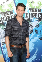 Matthew Morrison looked adorable in a gray and black plaid shirt with casually rolled up sleeves.