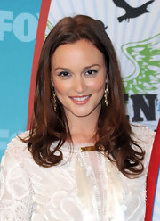 Leighton paired her lace embellished dress with shoulder length curls.