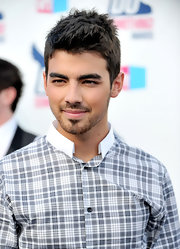 Joe Jonas showed off his sleek cropped mane while attending the VH1 Do Something Awards.
