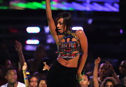 Keri Hilson shows us a glimpse of her belly piercing while she performs on stage.