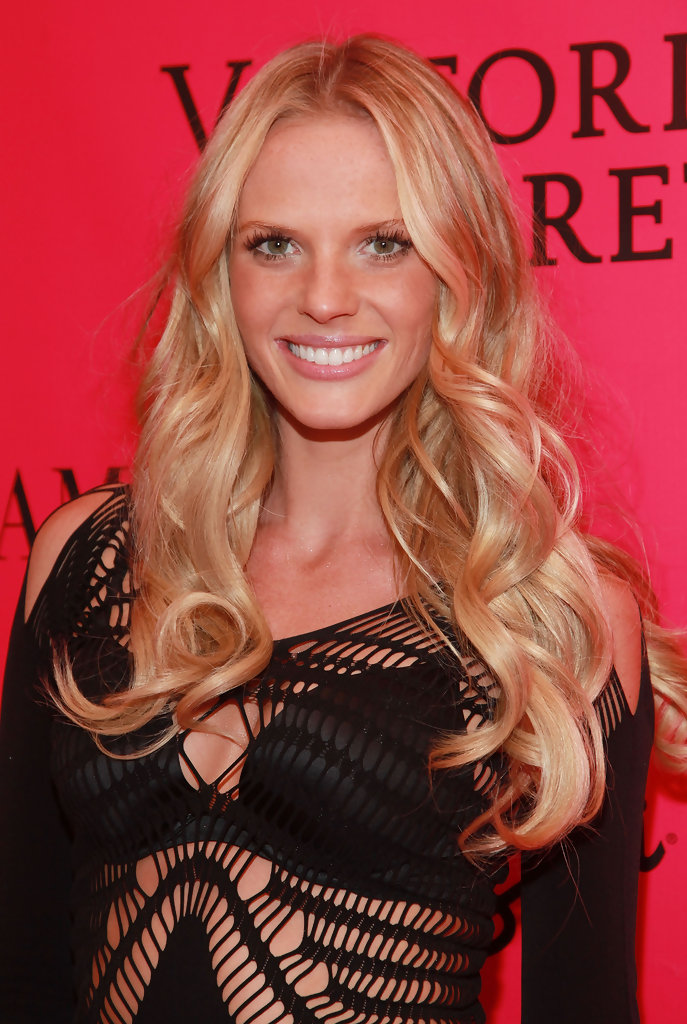 Anne Vyalitsyna Cutest Celebrity Curly Hairstyles