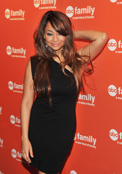 Raven Symone looked sultry on the red carpet in her one-shoulder dress. She rocked side swept long locks in a chestnut brown hue.