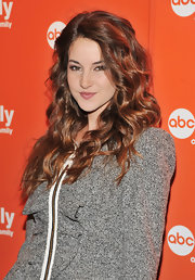 Shailene styled her honey brown locks into soft curls for the 2011 ABC Upfront Presentation.