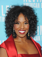 Pauletta wore her hair in thick shoulder-length curls for the Alvin Ailey American Dance Gala.