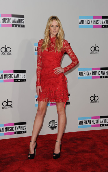 Anne V was on-hand to support beau Adam Levine at the 2011 AMAs. The Russian supermodel showed off her figure in a vibrant red lacy dress complete with a ribbon-tied collar. Black peep-toe pumps topped off the look.