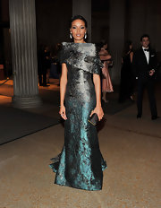 Selita Ebanks looked like a queen in a crackled silk evening gown made of ombre teal and charcoal and a long train for the Apollo Circle Benefit.