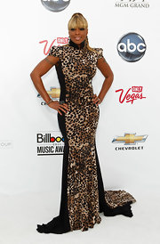 Mary J. Blige got exotic in a bold-shouldered leopard print gown with a dramatic train. The hip hop diva seemed to channel I Dream of Jeanie with a high blond ponytail, which drew focus to the dress' high neckline.