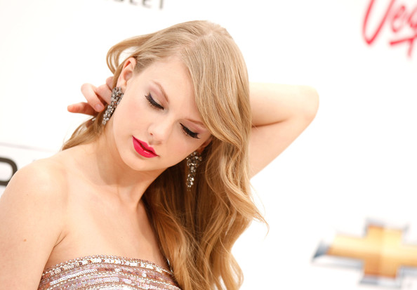 More Pics of Taylor Swift Dangling Gemstone Earrings (1 of 19) - Taylor Swift Lookbook - StyleBistro