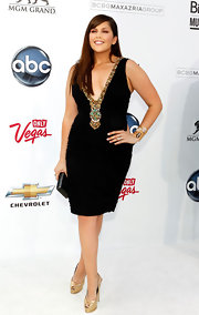Hillary Scott teamed her sultry LBD with Swarovski's charcoal and grey weaved Foxy clutch.