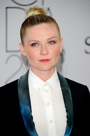 Kirsten Dunst was sleek and chic at the CFDA Awards. She picked the perfect hairstyle to complete her tailored suite. A slick high bun was just what her look needed.