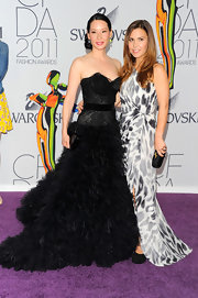 There's no doubt that Black Swan has had a huge influence on both the runway and red carpet this season. Lucy Liu posed with her dress designer, Monique Lhuillier at the CFDAs in a fanciful feathered creation with a lovely and dramatic sweetheart neckline and train.