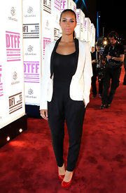 Leona Lewis looked sleek in an elegant white blazer with black lapels.