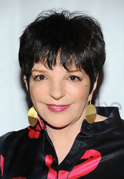 Liza Minnelli opted for large geometric earrings as part of her 2011 Drama League Awards look.