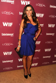 Sofia Vergara paired her cobalt blue cocktail dress with a blue crystal mesh and leather bag.
