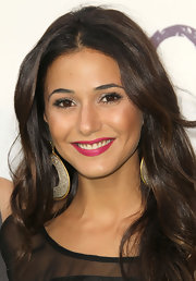 Emmanuelle Chriqui hit the red carpet at the 2011 Environmental Media Awards wearing statement-making fuchsia lipstick.