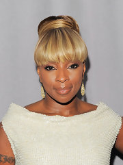 Mary J. Blige attended the FiFi Awards with gold dangle earrings that worked perfectly with her classic updo.