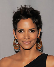 Halle highlighted her stunning beauty with a shimmering application of bronze shadow.