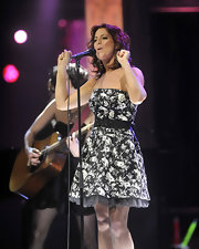 Sarah performed at the Juno Awards in a strapless floral frock with a black bow belt.