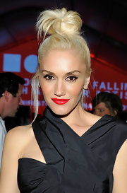 Gwen Stefani couldn't have been cuter wearing a messy top knot at the 2011 MOCA Gala.