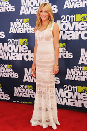 Katie was a beauty at the MTV Movie Awards in a white macrame evening gown.