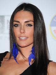 Taylor Cole added some sass to her natural look with smoky lids that were rimmed in coal liner.