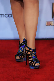 Gloria Estefan rocked a pair of sexy black and blue strappy sandals at the ALMA Awards.