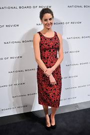 Shailene Woodley looked like a retro beauty at the National Board of Review Awards in a burnt red embroidered dress.