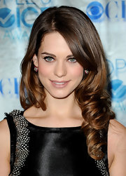 Lyndsy Fonseca was lovely at the People's Choice Awards. She finished her look with soft ringlet curls.