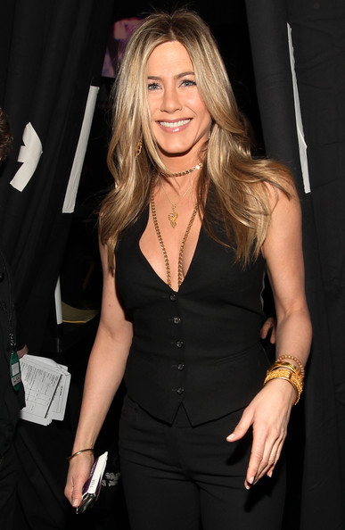 More Pics of Jennifer Aniston Gold Chain (1 of 23) - Gold Chain Lookbook - StyleBistro