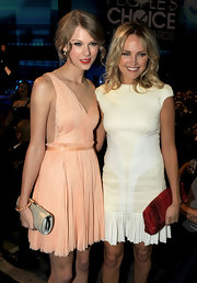 Taylor Swift carried a mirrored leather clutch at the People's Choice Awards.