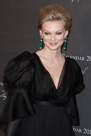 Yulia added a splash of color to her black gown with amazing emerald green dangle earrings.