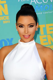 Kim Kardashian paired her black and white ensemble with a sophisticated bun at the Teen Choice Awards.