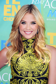 Ashley Benson opted for a yellow and black frock at the Teen Choice Awards. She finished off the look with loose curls and dangle earrings.