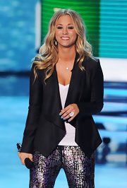 Kaley Cuoco accessorized her stage ensemble with a pave cocktail ring.